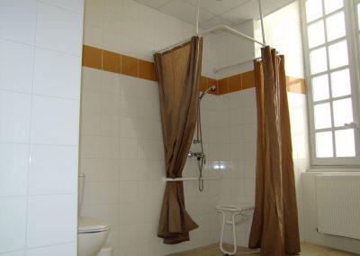Douche pour les personnes à mobilité réduite