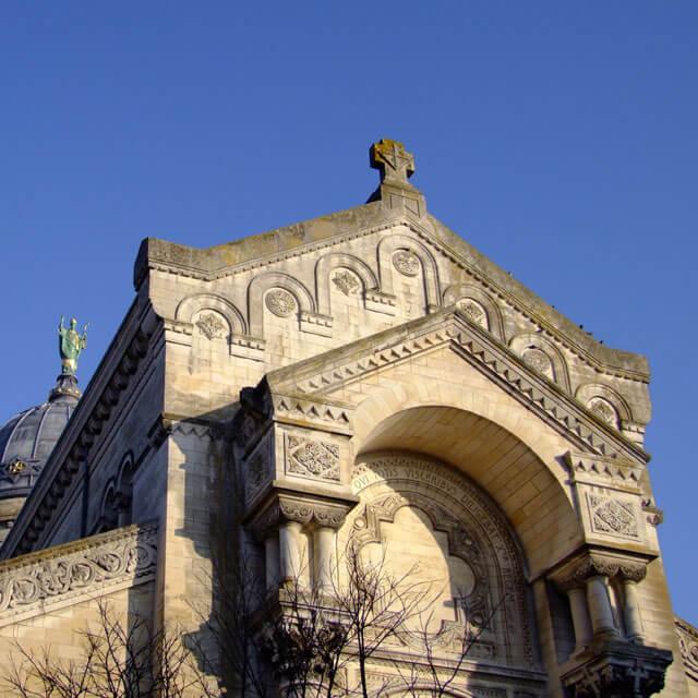 Vue extérieure de la Basilique Saint-Martin de Tours