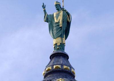 Statue de saint Martin sur le dôme de la Basilique (Tours)