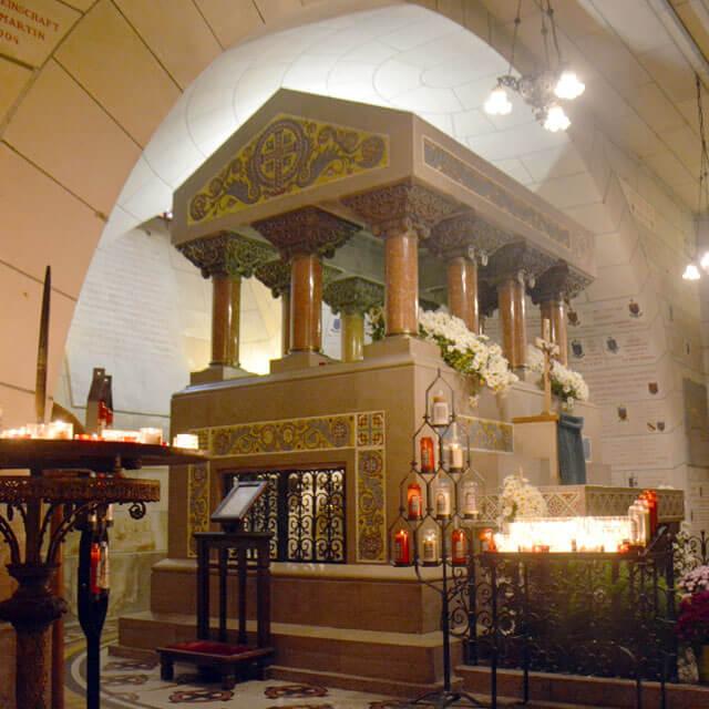 Tombeau de Saint-Martin de Tours sous la Basilique